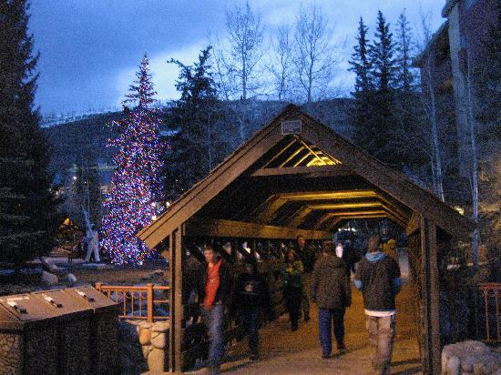 Tivoli Lodge: The covered bridge in Vail Village