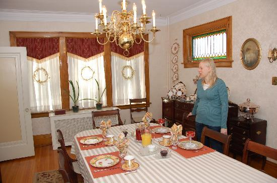 A Paradise Found B&B: The breakfast table