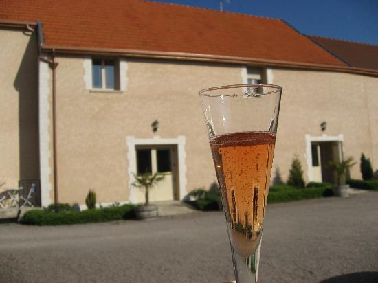 Cuis, France : La maison et le Brut Rosé