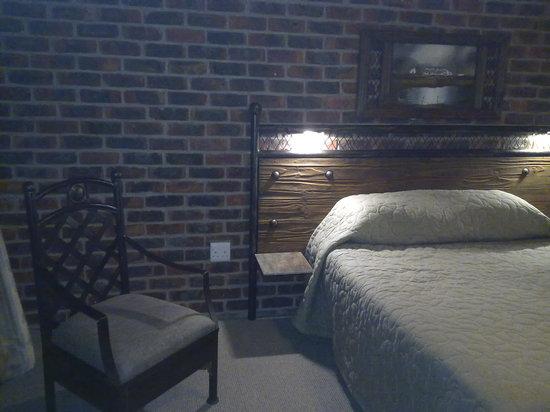 Sleepover Lodge: gloomy dark brick rooms