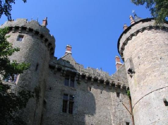 Combourg, France: un petit air du château de Pierrefonds...
