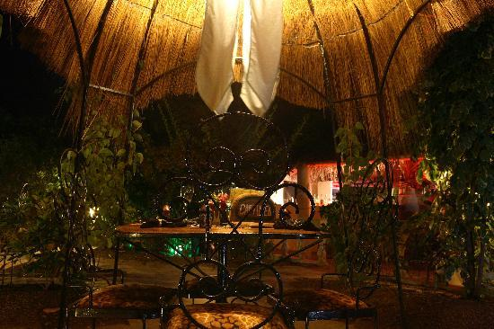The Green Mamba Garden: Private dining huts