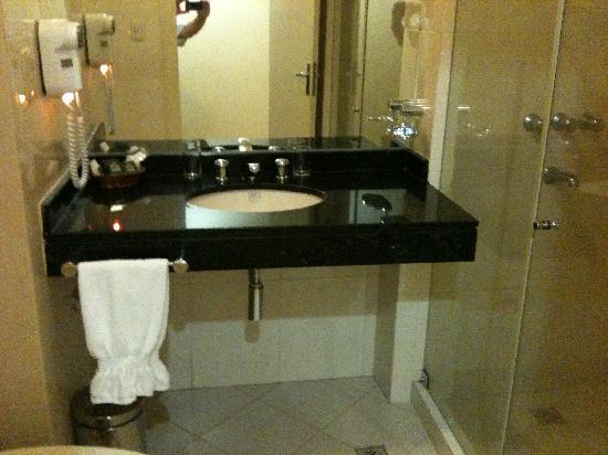 Hotel Casino Acaray: Banheiro Completo
