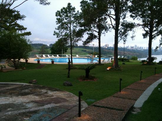 Hotel Casino Acaray: Piscina