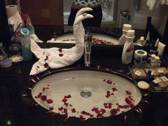 Liberty Hotels Lara : Petals in the sink