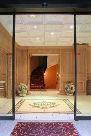 Niel Hotel: entrée Hôtel NIEL - Arc de Triomphe