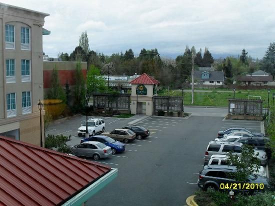 "La Quinta Inn Vancouver Airport: View from 3/F Exec King toward busy ""Restaurants Row"""