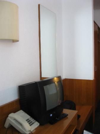 Novum Hotel Primus Frankfurt Sachsenhausen: TV