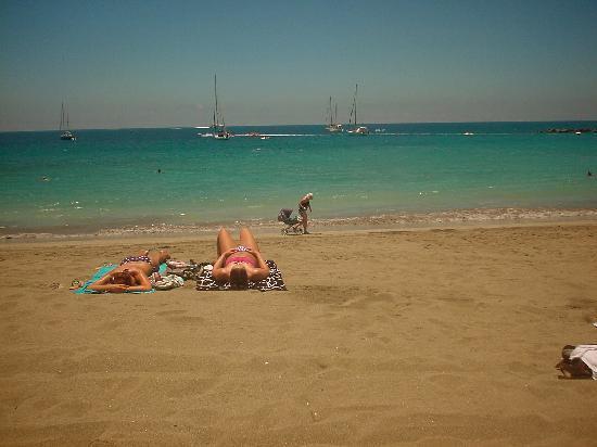Granada Park Apartments: the beach !