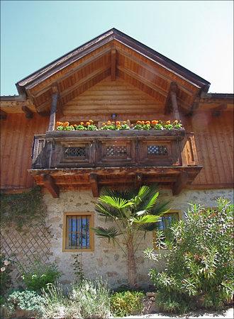 Renon, Italia: Patscheider Hof: un bellissimo palazzo altoatesino in legno