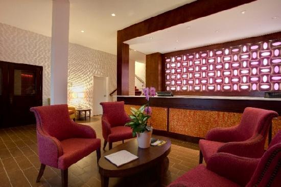 Daddy O Hotel: Lobby Area