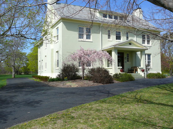 Yale Manor Bed & Breakfast: Peaceful Country Estate  since 1911