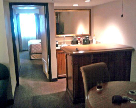 Hotel Room Wet Bar Picture Of Embassy Suites By Hilton Chicago Schaumburg Woodfield