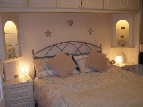 Carnforth Guest House: king size en-suite
