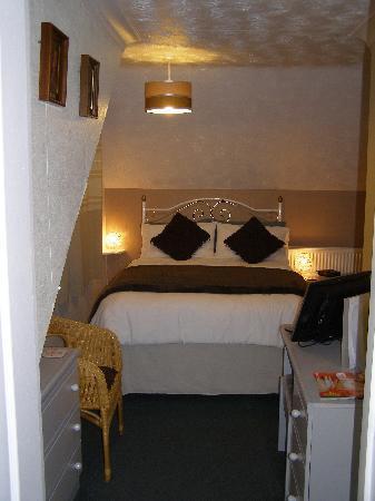 Carnforth Guest House: double en-suite with balcony