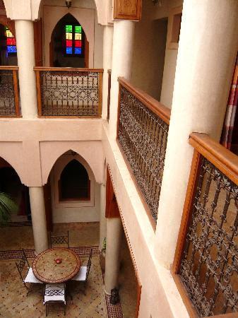 Riad Awinati : Vue sur le patio  et  les chambres