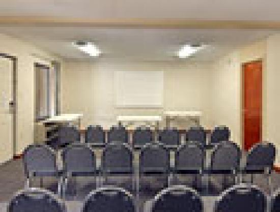 FairBridge Inn Express: Meeting Room great for birthdays, reunions, church gatherings.