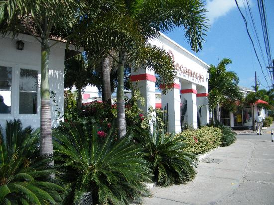 Royal Decameron Montego Beach : Devant de l'hôtel