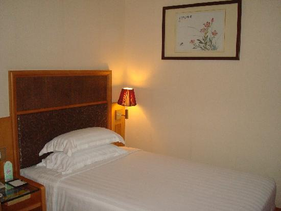 Guangyong Lido Hotel: One of the Twin Bed