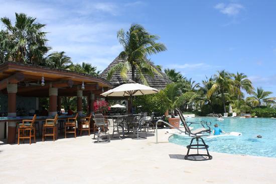 Grand Isle Resort & Spa : pool and restaurant/bar area