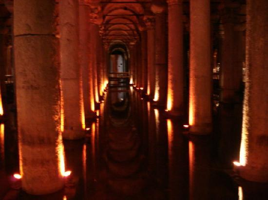 Yerebatan Sarayi (Underground Cistern) - Picture of ...