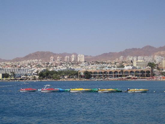 ‪رويال بيتش إيلات: Hotel as seen from the Red Sea‬