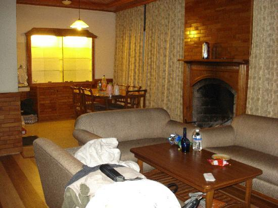 White Meadows - Manali: Drawing room View