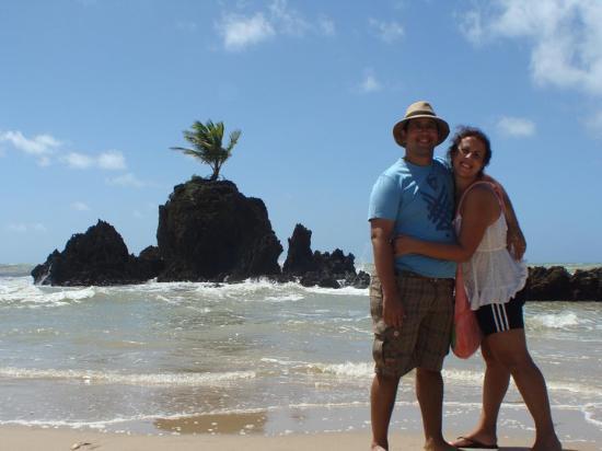 Joao Pessoa, PB: Praia Auxiliar a Tambaba. Olha que maneiro o coqueiro que cresceu na pedra, no meio do na-da!