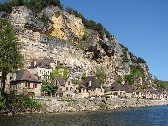 Vitrac, França: La Roque Gageac vu de la rivière
