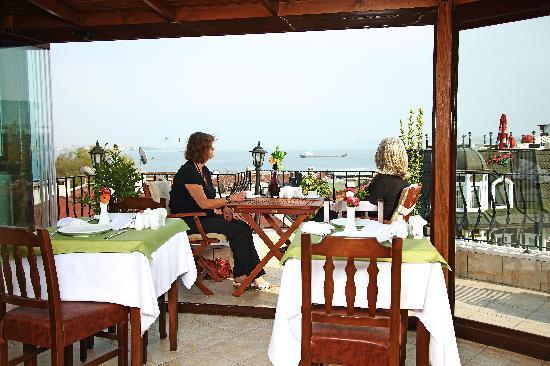 Osmanhan Hotel: Terrace