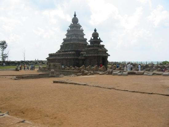 "Mahabalipuram, Indien: Kshatriya Simhesvara and Rajasimhesvara Varman, or ""The Shore Temple"", built between 700-728 AD."