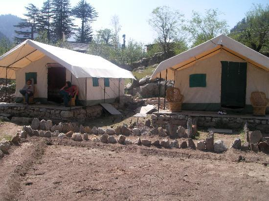 Kinner Camp Sangla: tents