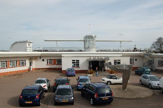 The Aviator Hotel: Main entrance
