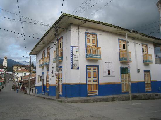Ciudad de Segorbe Hostel Salento : The hotel and street, close to main square