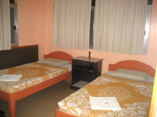 Tanghay View Lodge: Very clean rooms, double bed
