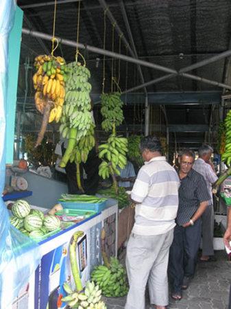 Male Local Market: モルディブだけに、市場でも物価はそこそこ高めですが・・・。
