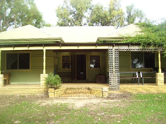 Dunsborough Rail Carriages & Farm Cottages: charming gorgeous and real