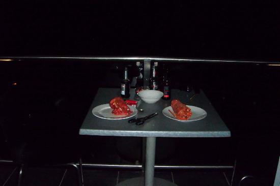Kaikoura Apartments: who needs 2 go to a resturant when you can have this on the balcony