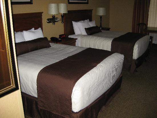 Billings C'mon Inn Hotel: Two comfortable queen beds with four pillows