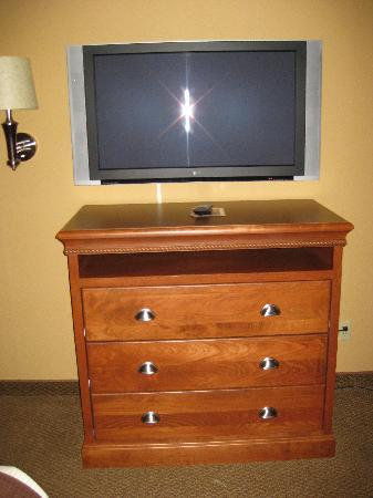 Billings C'mon Inn Hotel: A large HD television with remote and good channel selection