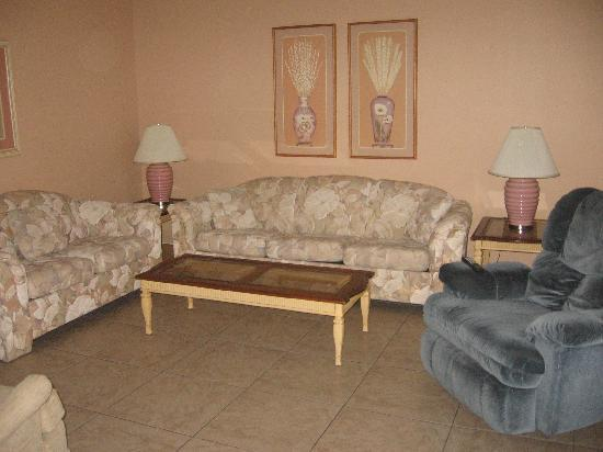 Englewood Bay Motel & Apartments: livingroom