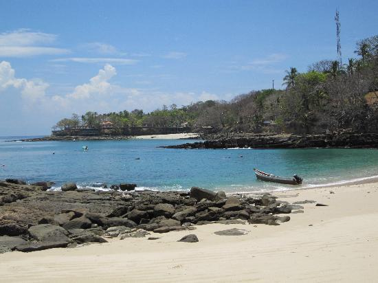 Contadora Island Inn: One of the 5 amazing and empty beaches within walking distance of the Inn