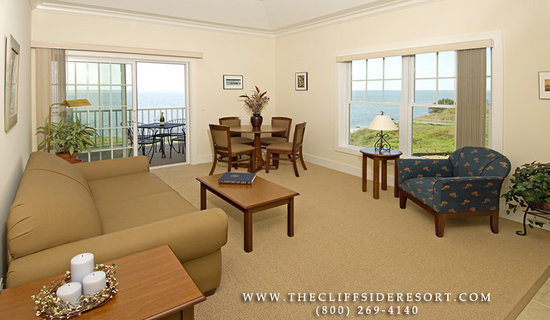 Cliffside Resort Condominiums: Sample Living Room