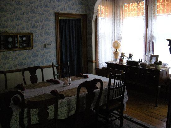 Beauclaire's Bed and Breakfast: dinning room where you will have your Breakfast.