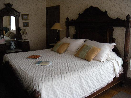 Beauclaire's Bed and Breakfast: the Room