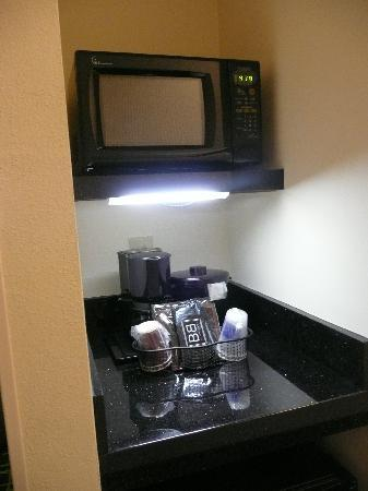 Fairfield Inn & Suites Birmingham Pelham/I-65 : Micro w Fridge Underneath