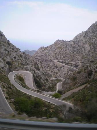 Sóller, España: Roads we travelled while on the bus tour through the moutains