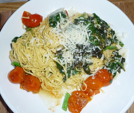 The Copper Onion : Pasta e verdura spagetti, brocolli raab, cherry tomatoes, pecorino