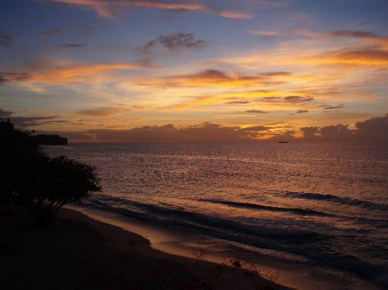 Grenadian by Rex Resorts: Sunset from hotel beach