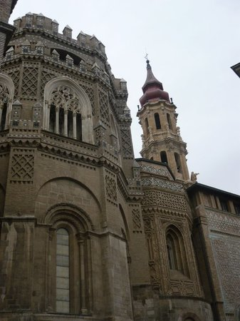 Lateral de la Seo de Zaragoza de estilo mozárabe.